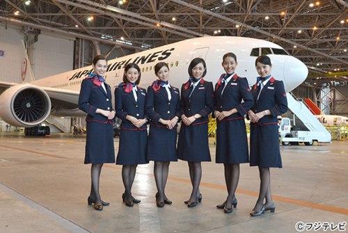 水原希子加盟《空中乘务员》 穿空姐制服亮相