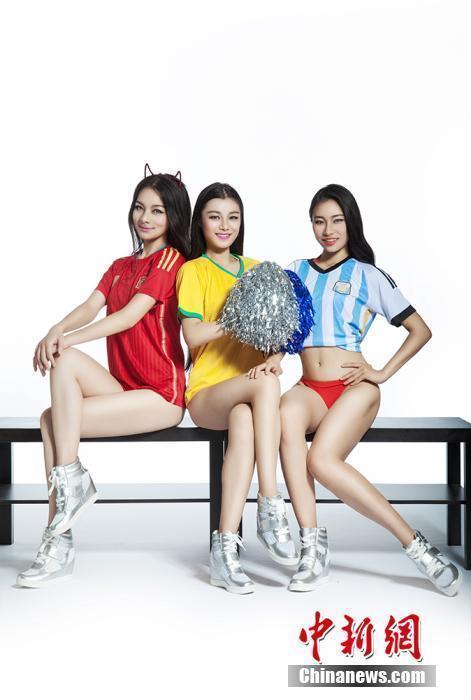 为世界杯助威组图_国家女子健身队晒美照助威世界杯组图精彩