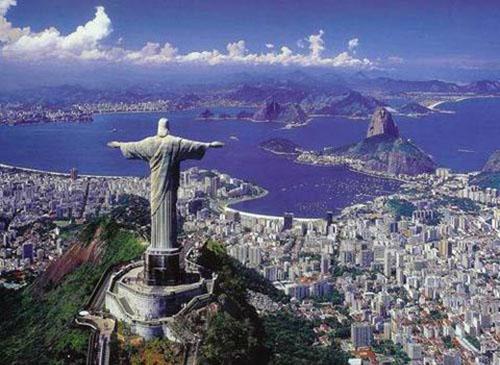 里约耶稣山上的基督像张开双臂欢迎来自全世界的人们
