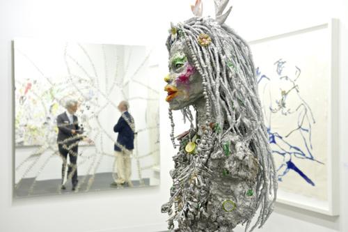 reyes的雕塑作品,其中一件被一家欧洲的基金会买走.