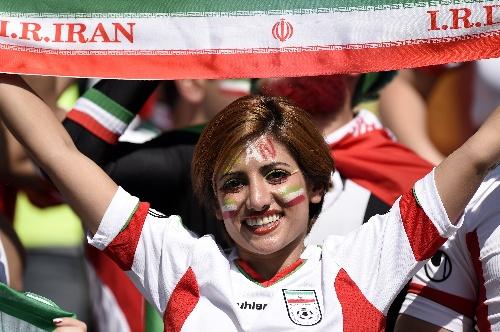图文:阿根廷vs伊朗 波斯美女热情助阵
