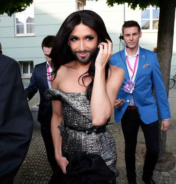 大胡子美女亮相同性恋游行日