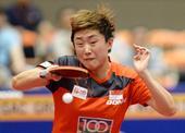 图文:日本乒乓球公开赛 冯天薇拉球