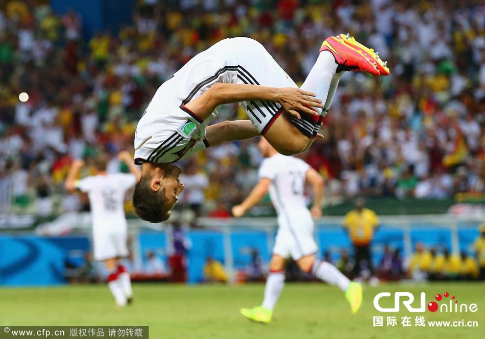 德国vs加纳球迷闯入_世界杯十佳图盘点6.22:穆勒受伤血染赛场 梅西绝杀 克洛泽世界杯 ...