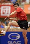 图文:日本乒乓球公开赛 于子洋拉开架势
