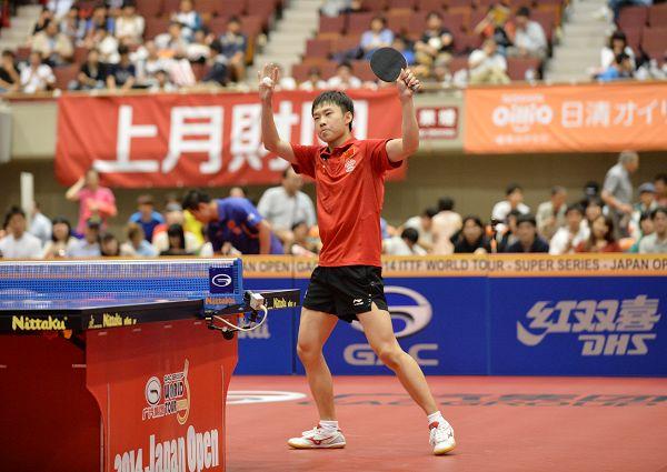 图文:日本乒乓球公开赛 于子洋腼腆庆祝