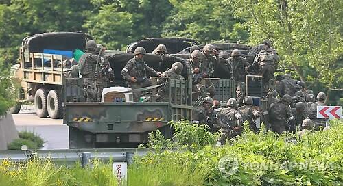 韩军方围捕哨所枪击事件肇事士兵