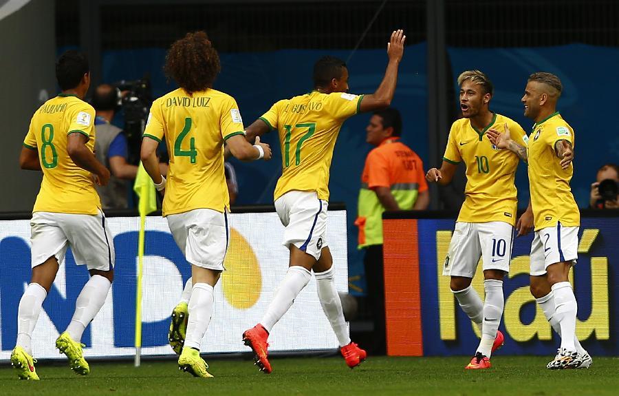 巴西少年足球_巴西 葡萄牙 足球_巴西足球明星