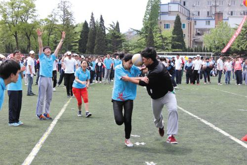 趣味运动会跳大绳图片