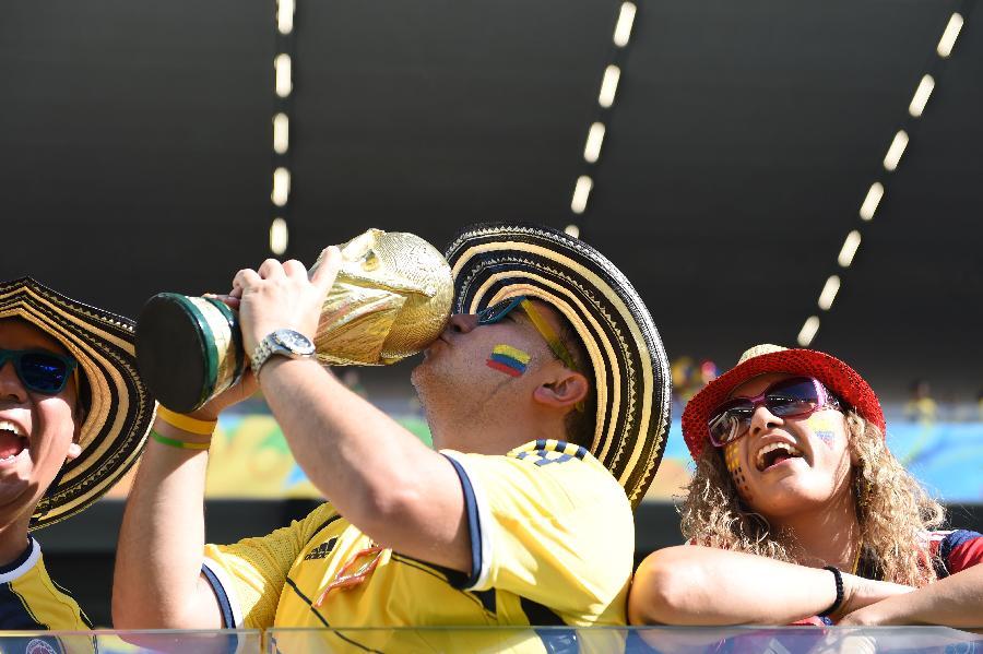 新华社照片,库亚巴(巴西),2014年6月24日 (世界杯)(7)足球—小组赛C组:开心球迷