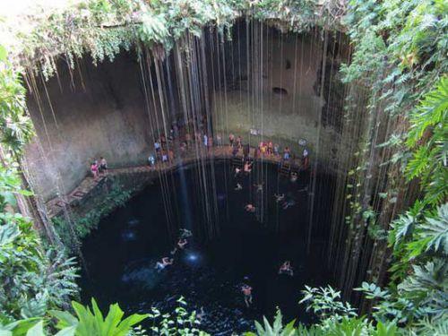 3、墨西哥奇琴伊察—塞诺特天坑(Ik Kil Cenote)