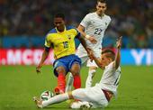 瓦伦西亚红牌回放:曼联魔翼踩踏对手被判极刑