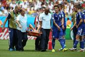 图文:波黑vs伊朗 斯帕希奇受伤被抬出场
