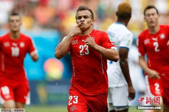 北京时间6月26日凌晨4点(玛瑙斯当地时间下午16点),洪都拉斯队和瑞士队在玛瑙斯的亚马逊球场展开世界杯E组小组赛最后一轮的较量。最终凭借沙奇里的帽子戏法瑞士3-0轻取洪都拉斯,球队以小组第二名的成绩晋级世界杯十六强。上半场比赛沙奇里世界波首开纪录,接着依靠一次单刀球机会帮助瑞士队2-0领先进入下半场。下半场比赛沙奇里再进一球。瑞士在八分之一决赛的对手将是F组头名阿根廷。
