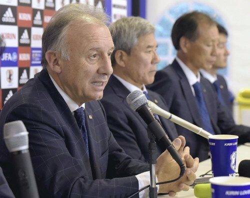 日本队主教练扎切罗尼举行记者会。