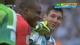 视频-梅西门前扫射摔倒 门将友好拉起愉快交流