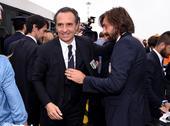 高清图:意大利众将回国 普帅与皮尔洛拥抱告别