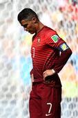 高清图:世界杯葡萄牙战加纳 C罗突破不惧拉拽