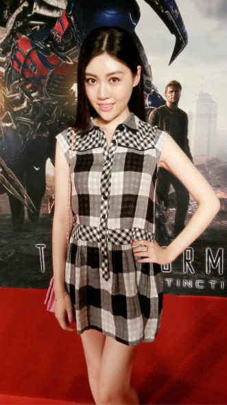 张妍出席《变4》首映礼 尽显清纯甜美气质