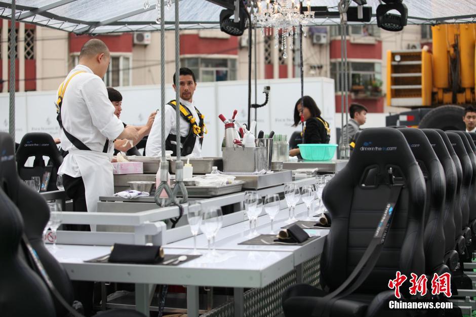 空中餐厅在沪亮相 悬空50米吃大餐(组图)-搜