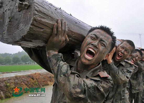 武警安徽总队进行极限体能训练 官兵齐声怒吼图片
