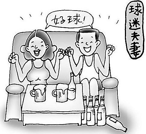 你想啊,两个人在电视机前边吃着零食,再来点小酒,然后为着自己喜欢的