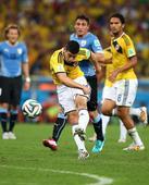 高清图:哥伦比亚胜乌拉圭 罗德里格斯轰世界波