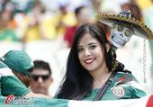 高清图:比赛未启球迷先行 墨西哥美女已经集结
