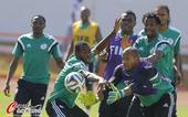 高清图:尼日利亚备战玩橄榄足球 现场欢声笑语