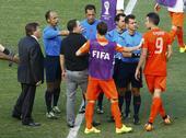 高清图:墨西哥主帅与范佩西争吵 输球不依不饶