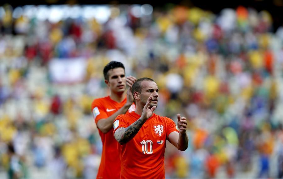 荷兰队内讧_(世界杯)(8)足球——荷兰队闯入八强(图)