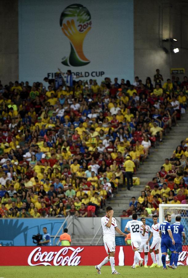 (世界杯)(4)足球——奥·杜阿尔特被红牌罚下