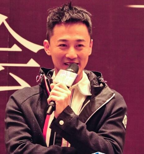 林峰出席活动自称想当爸爸