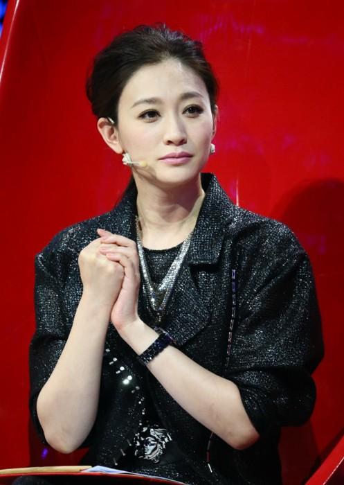 内地电视    搜狐娱乐讯 李小冉与徐佳宁闪婚一事一直备受媒体关注