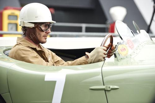 贝克汉姆在捷豹广告片中化身勒芒冠军车手