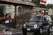 高清图:哥斯达黎加球迷涌上街头 庆祝晋级八强
