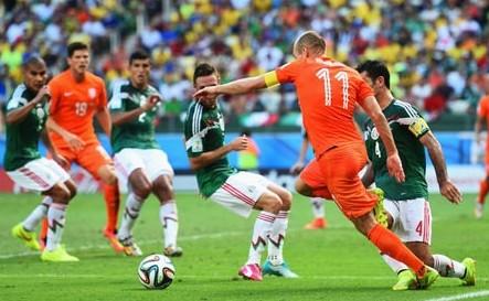 世界杯荷兰2-1墨西哥 斯内德门前迎球半凌空抽射破门