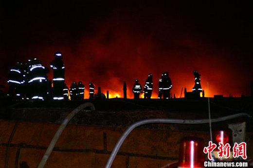 大连新港油库再发大火燃烧10小时 作业不慎引发