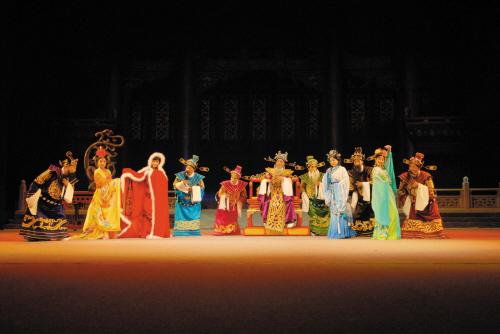 《黄粱梦》讲述的是青年卢生进京赶考,路过邯郸道旁的一个小店.