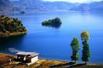划猪槽船游湖(登里务比岛)—领略泸沽湖三绝—女儿国摩梭家访