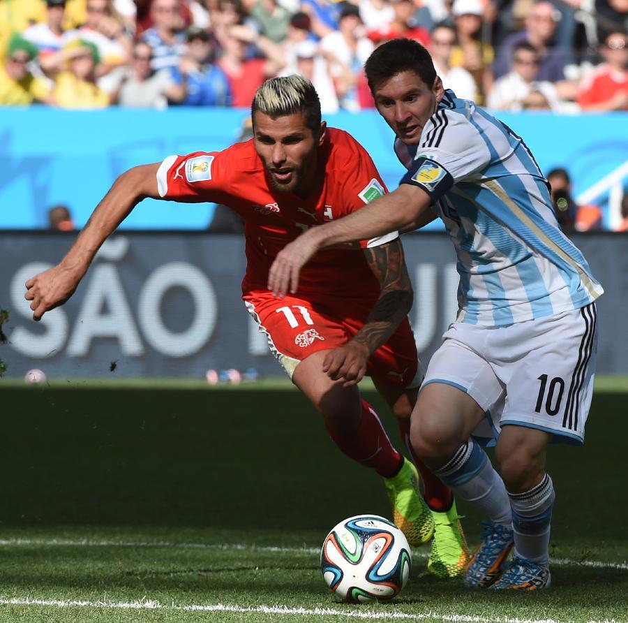 历届世界杯足球名字_(世界杯)(106)足球——阿根廷队对阵瑞士队(图)-搜狐滚动