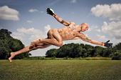 高清图:美国队门神曾拍全裸写真 展示原始之美