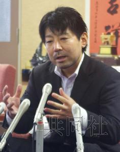 日本三重县松阪市市长山中光茂在市政厅举行记者会。
