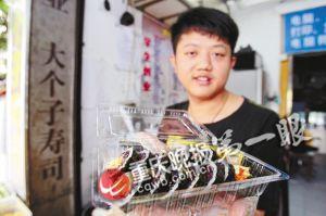 应届毕业生开寿司小店 每月纯收入1万多元
