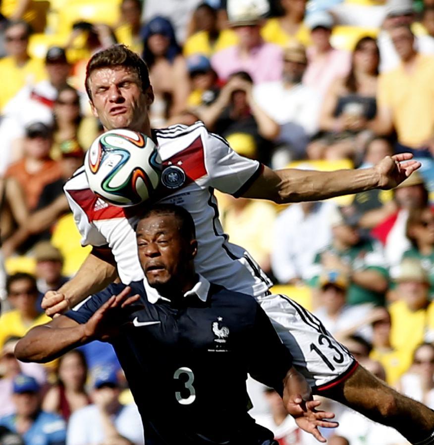 (世界杯)(79)足球——法国队对阵德国队(图)