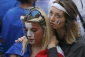 高清图:再见法国 现场球迷不离场国内球迷飙泪