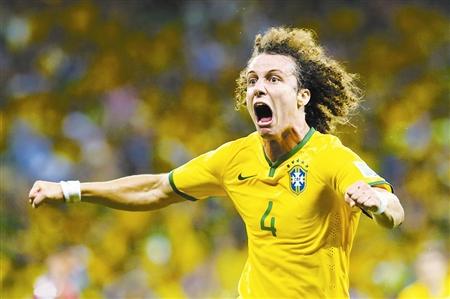 巴西队大卫·路易斯进球后霸气怒吼.
