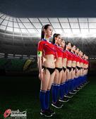 高清图:足球宝贝演精彩对战 纤腰长腿运动之美