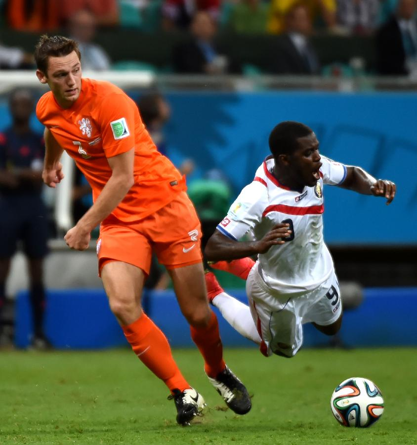 历届世界杯足球名字_(世界杯)(128)足球——荷兰队对阵哥斯达黎加队(图)-搜狐滚动