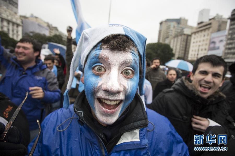 阿根廷球迷庆祝国家队晋级半决赛